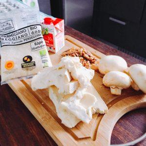 Étape 7 : Faire la sauce des gnocchis en mettant à fondre l'ensemble des ingrédients dans une casserole
