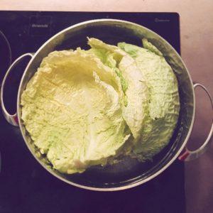 Étape 1 : Faire cuire les feuilles de chou