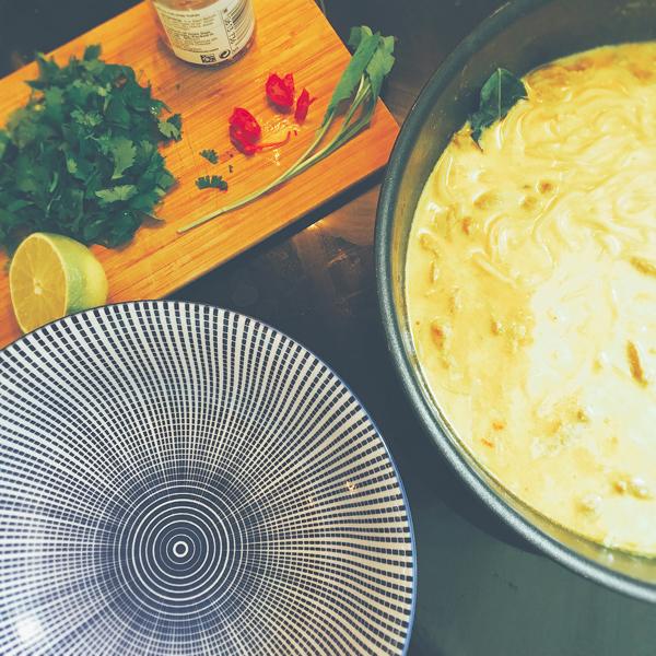 Noodles Porc Coco : garnir les bols