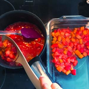 Étape 4 : Déposer les fruits dans votre plat. Réserver le jus restant.